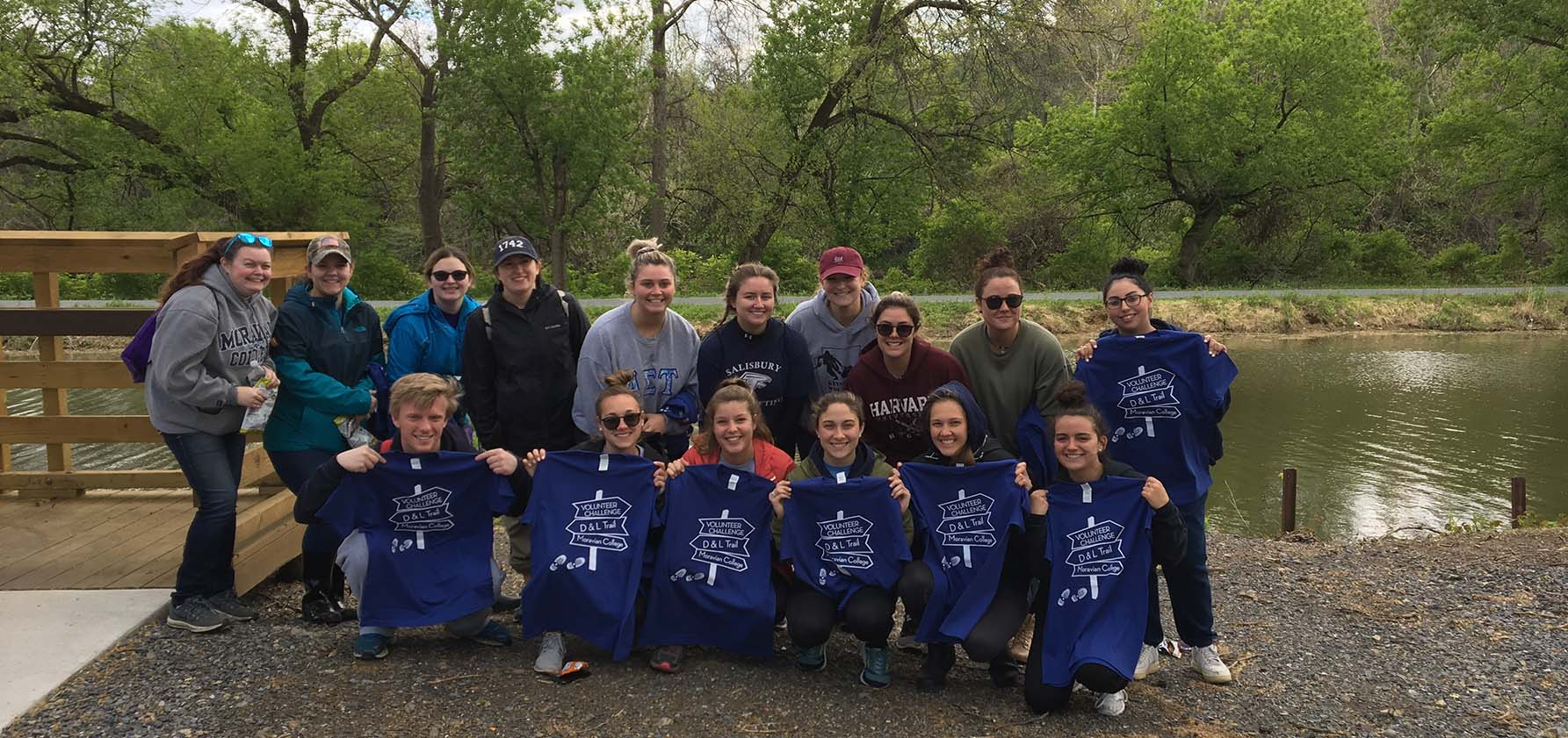 Moravian College student volunteers gather for a group photo on the D&L trail.